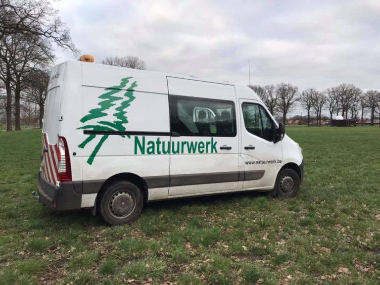 Natuurwerk VZW, sociaal economiebedrijf voor de voorbereidende grondwerken.  Foto door Sus Vissers.